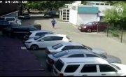 В Иркутске чиновник попытался сбежать с рабочего места, когда узнал, что к нему едут следователи.