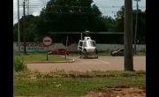 В Бразилии грузовик помешал вертолету взлететь.