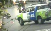 Бразильская полиция против бандитов на мотоцикле.