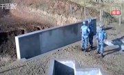 Китайцы кидают гранату