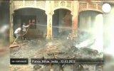 Пожар в Индии оставил десятки людей без крыши