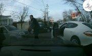 Нетрезвый неадекват на Porshe напал на водителя с пистолетом