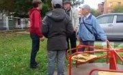 Пенсионеры на Астраханской