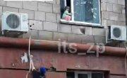 В Запорожье нацгвардейцы спасли ребенка от падения из окна