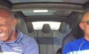 Пассажиры в шоке от разгона новой Tesla Model S